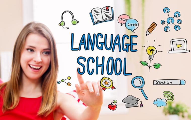 女の子と語学学校の画像