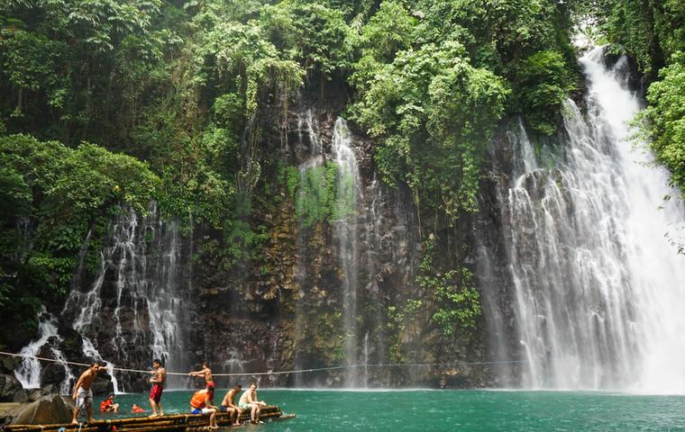 ミンダナオ島の綺麗な滝の画像